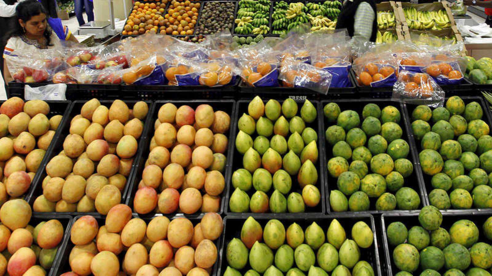 Fruta fresca en un supermercado