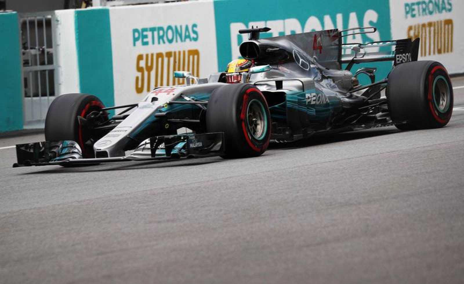 Hamilton se lleva una nueva pole en Sepang.
