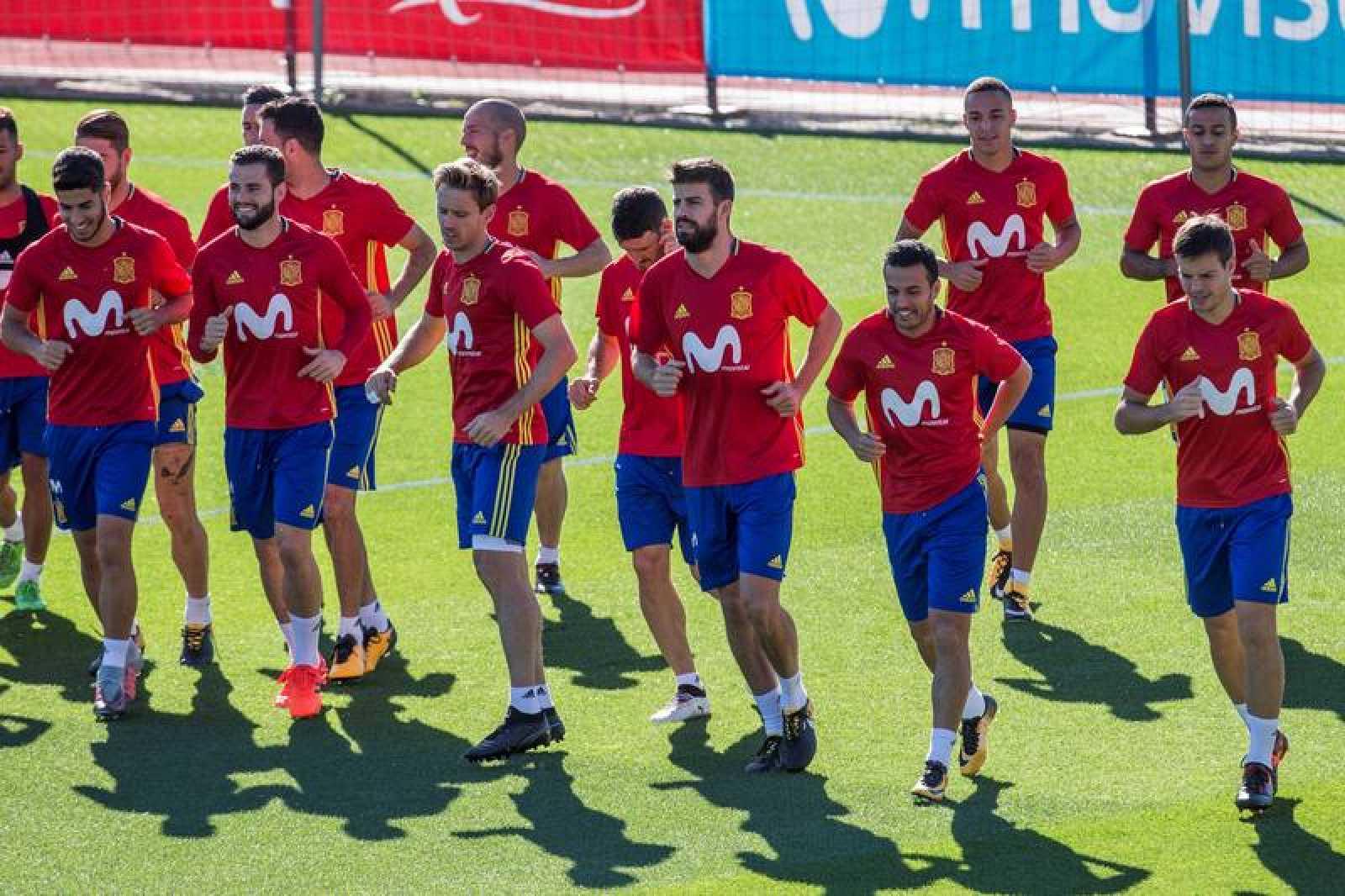 Los jugadores de la selección española de fútbol durante el entrenamiento en Las Rozas.