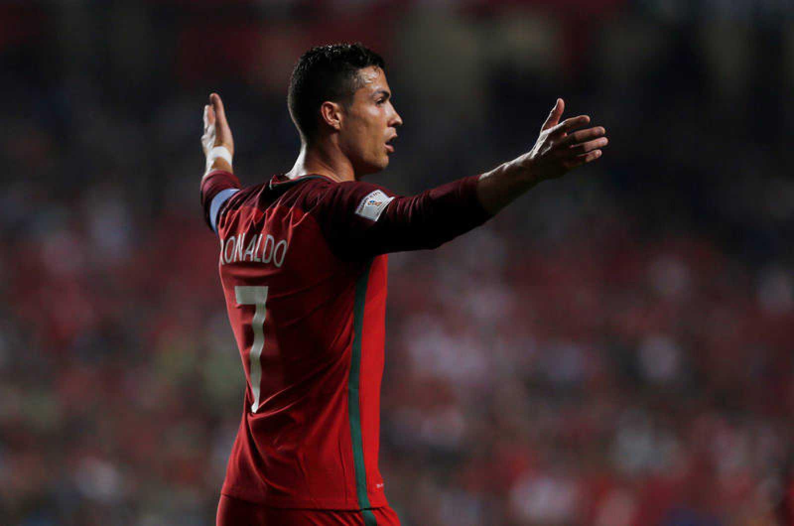 Cristiano Ronaldo en un lance del partido ante Suiza.