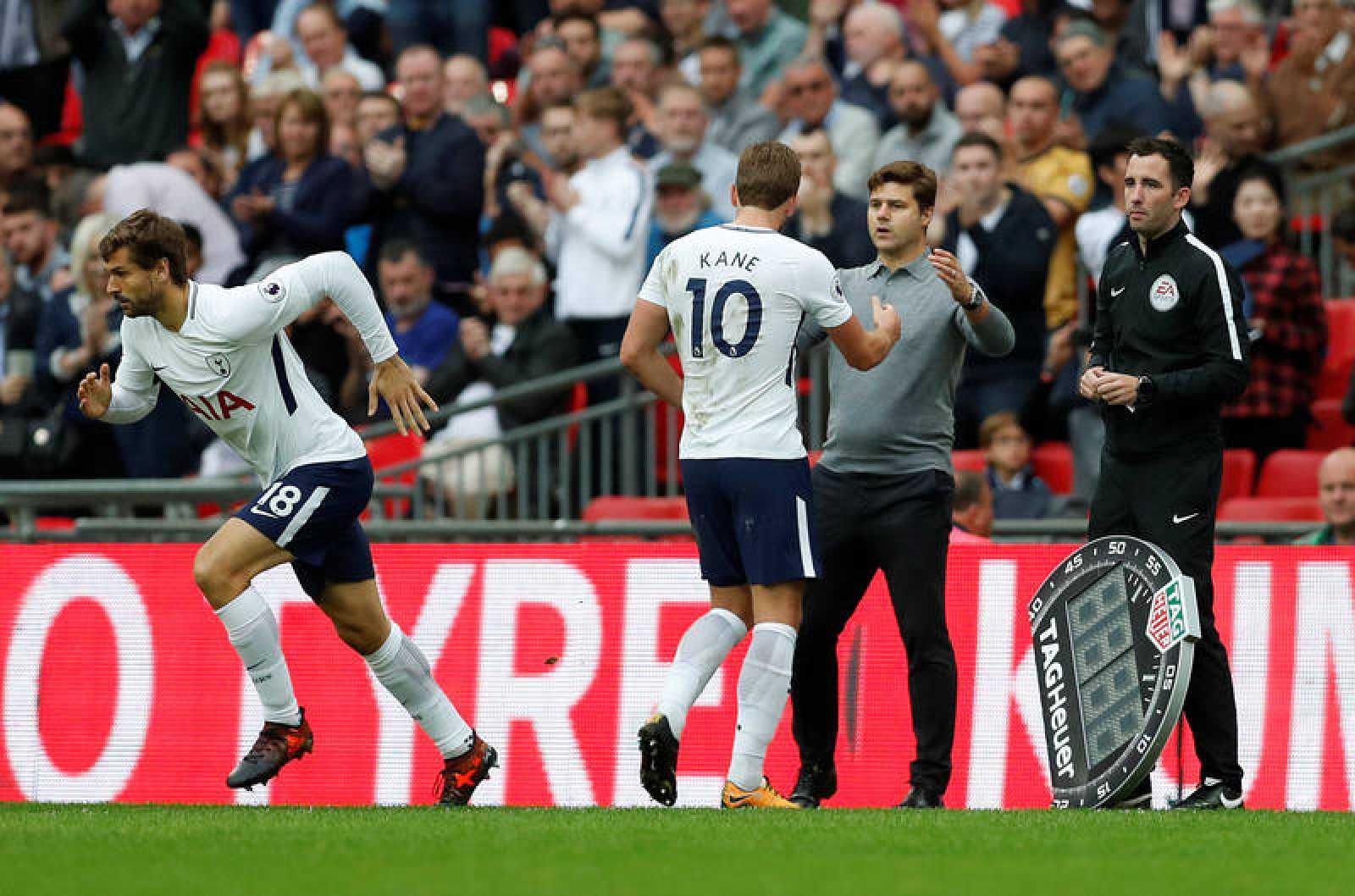 Llorente saliendo al campo por Kane en el Tottenham.