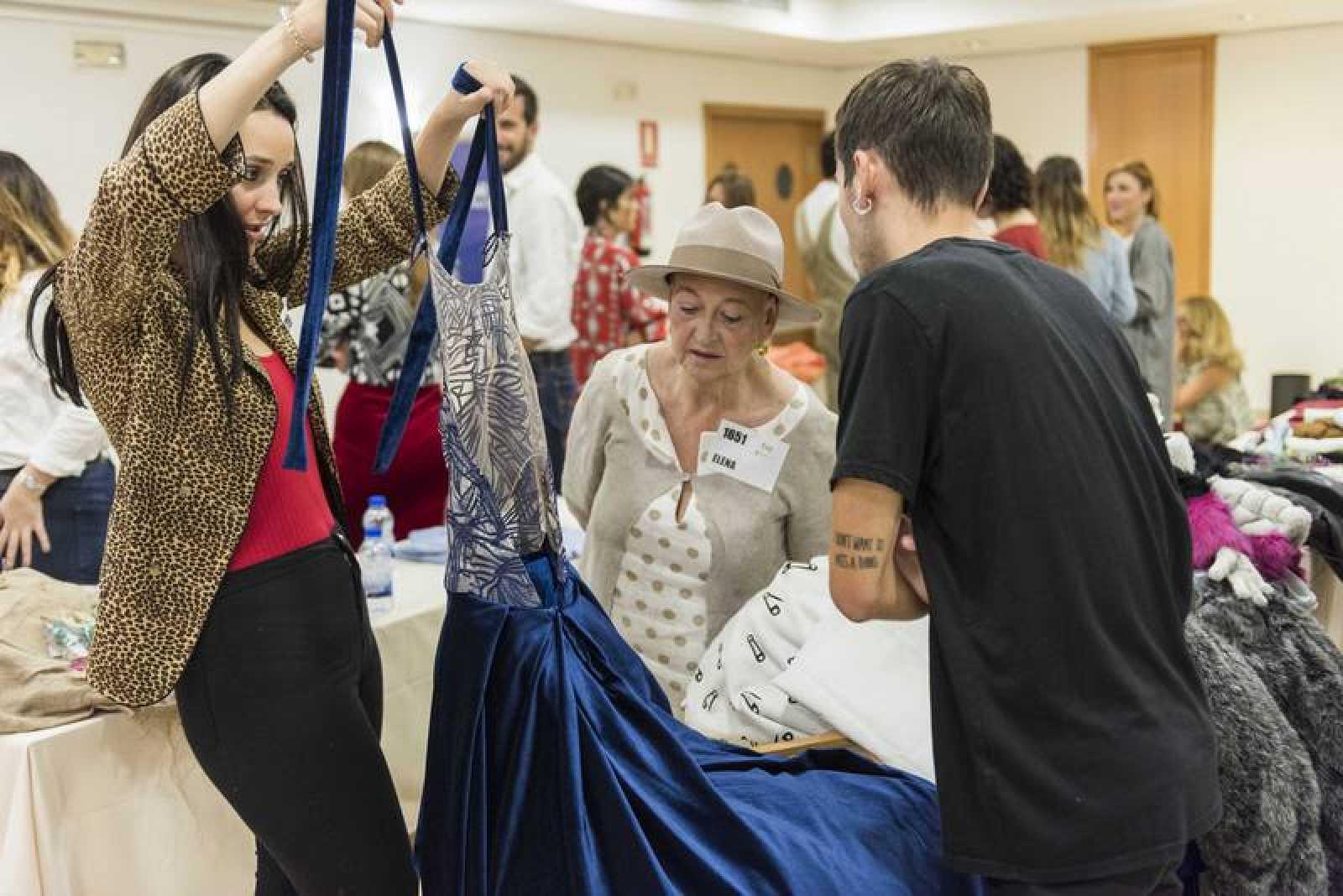 Los candidatos han llevado prendas elaboradas por ellos para demostrar su estilo, talento, creatividad y destreza