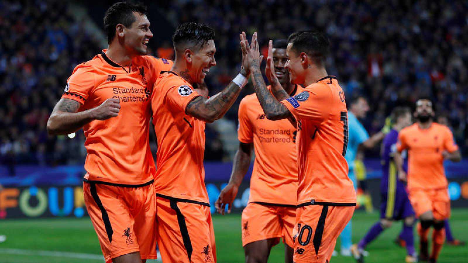 Los jugadores del Liverpool celebran uno de los siete goles al Maribor.