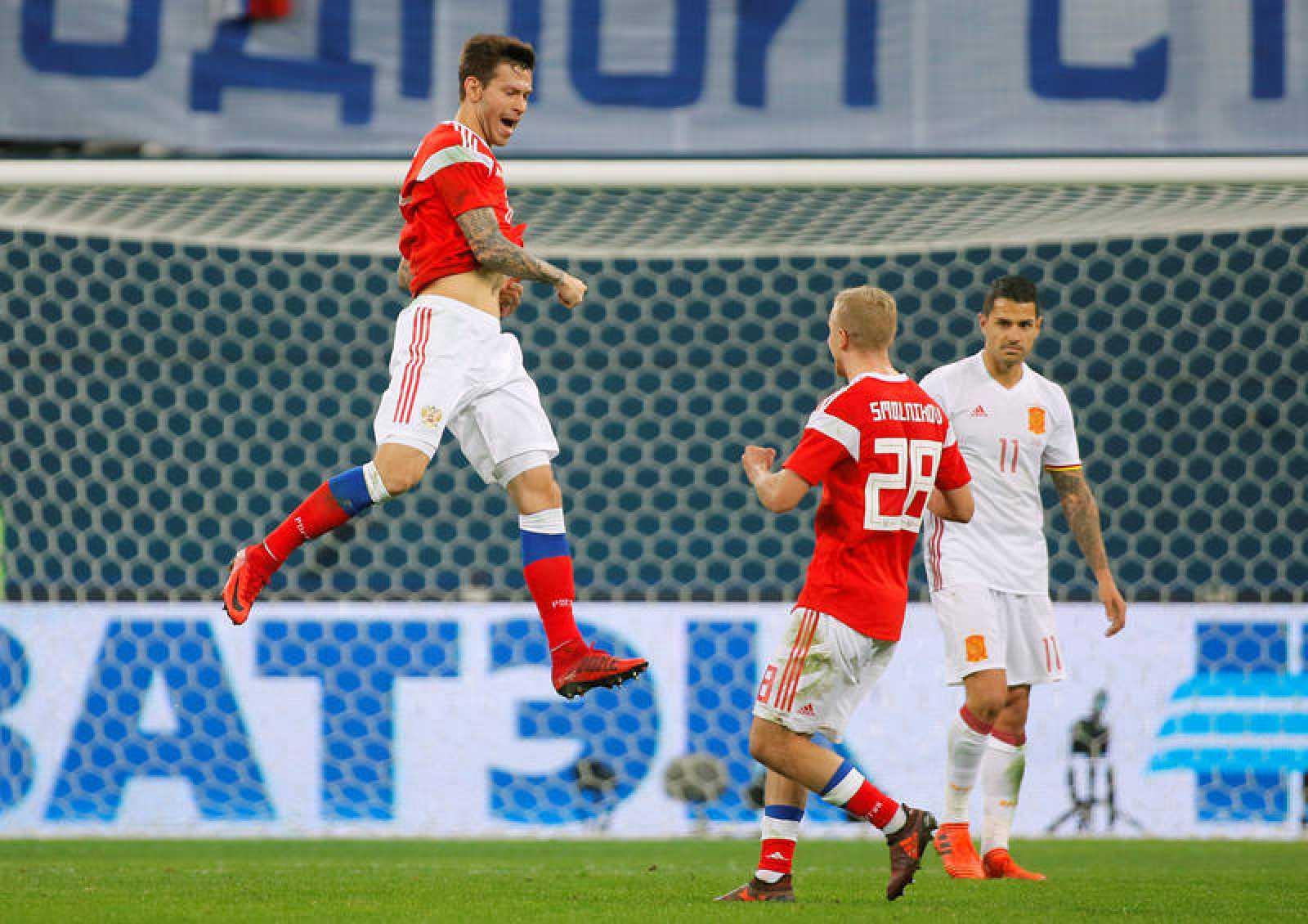Fedor Smolov hizo dos golazos para los rusos.