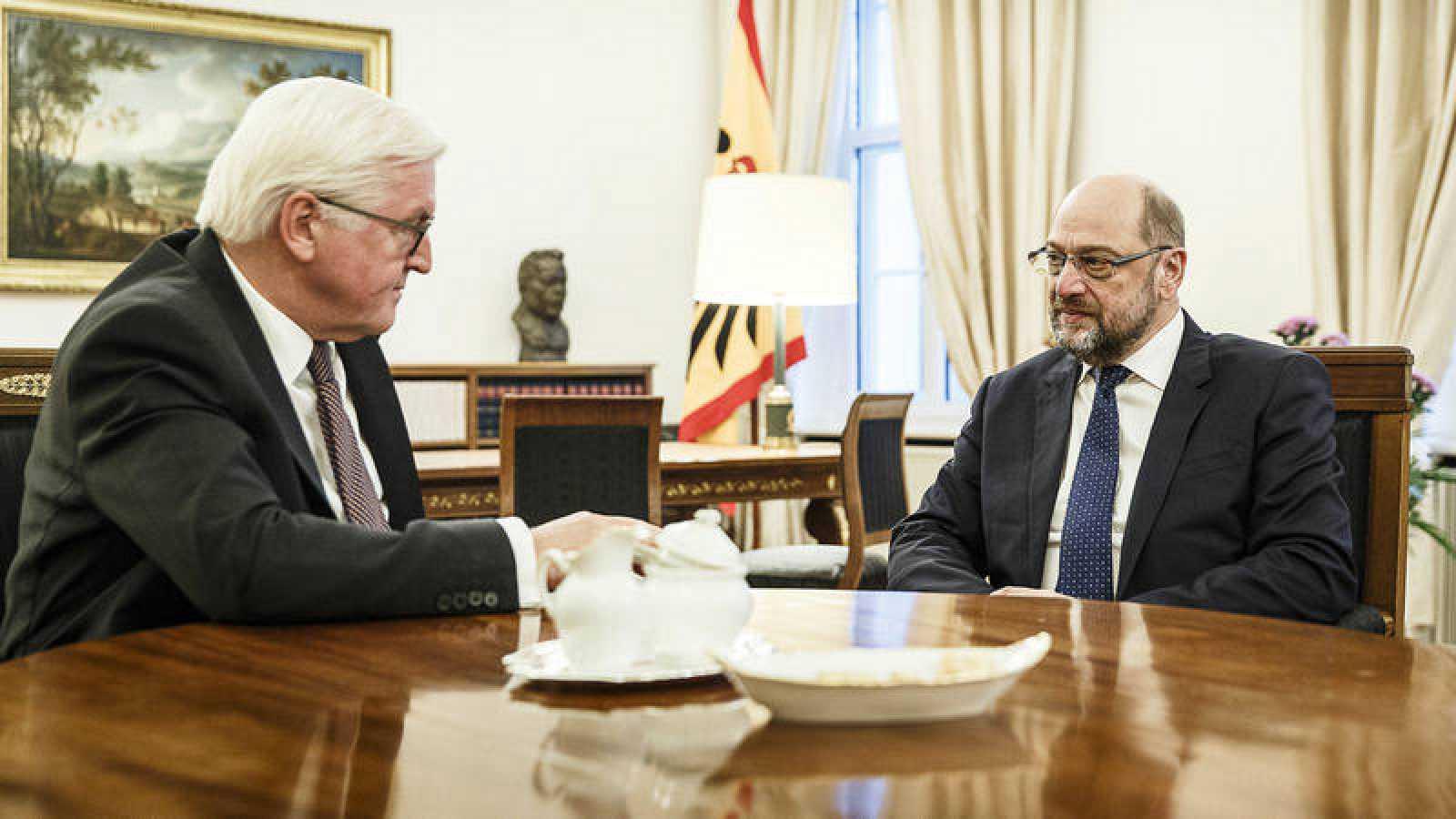 El líder del Partido Socialdemócrata (SPD), Martin Schulz, durante su reunión con el presidente alemán, Frank-Walter Steinmeier