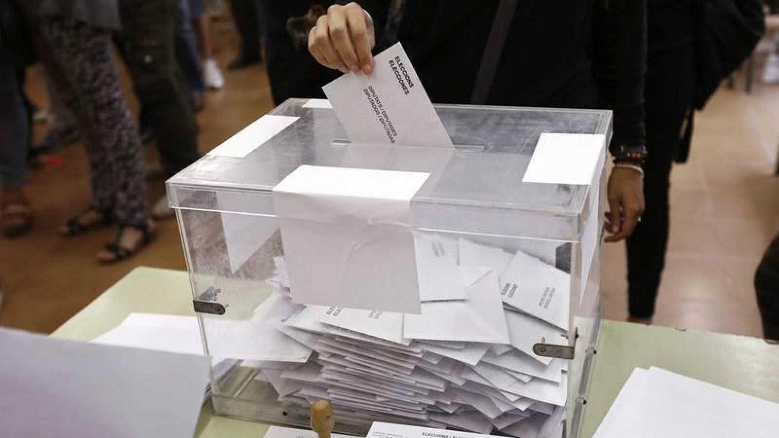 Urna en las anteriores elecciones autonómicas en Cataluña en el 2015.