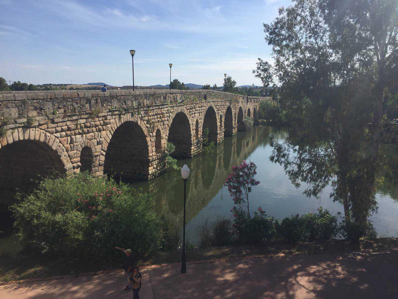 El puente romano de Mérida, más de 700 metros sobre las aguas del Guadiana