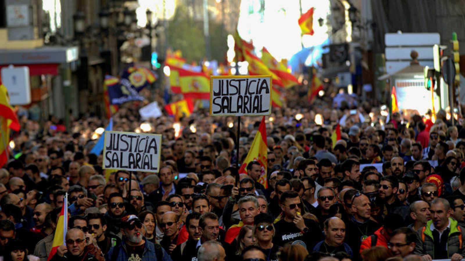 Manifestación en Madrid de policías y guardias civiles para pedir la equiparación salarial con policiás autonómicas