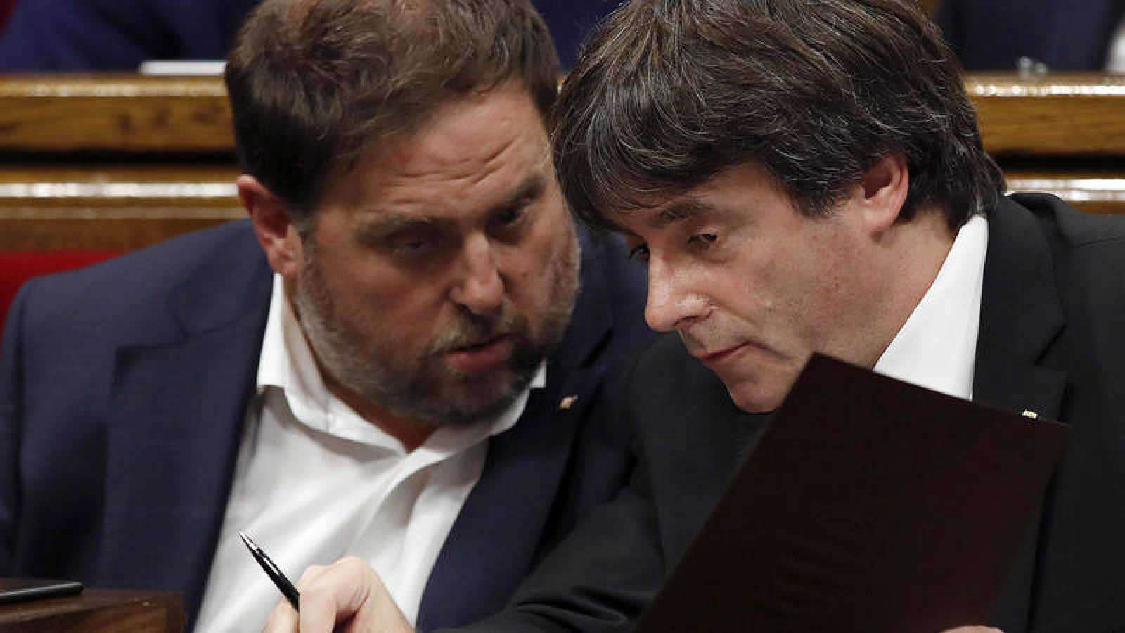 Oriol Junqueras y Carles Puigdemont en el Parlament de Cataluña el pasado 10 de octubre