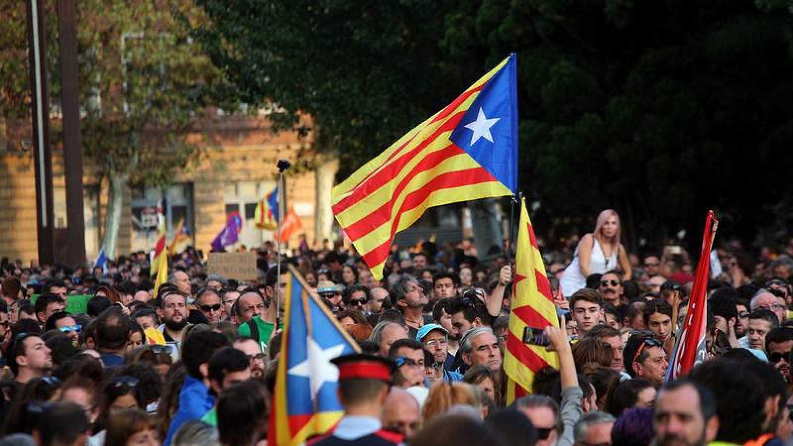 Manifestación con banderas independentistas en Tarragona.
