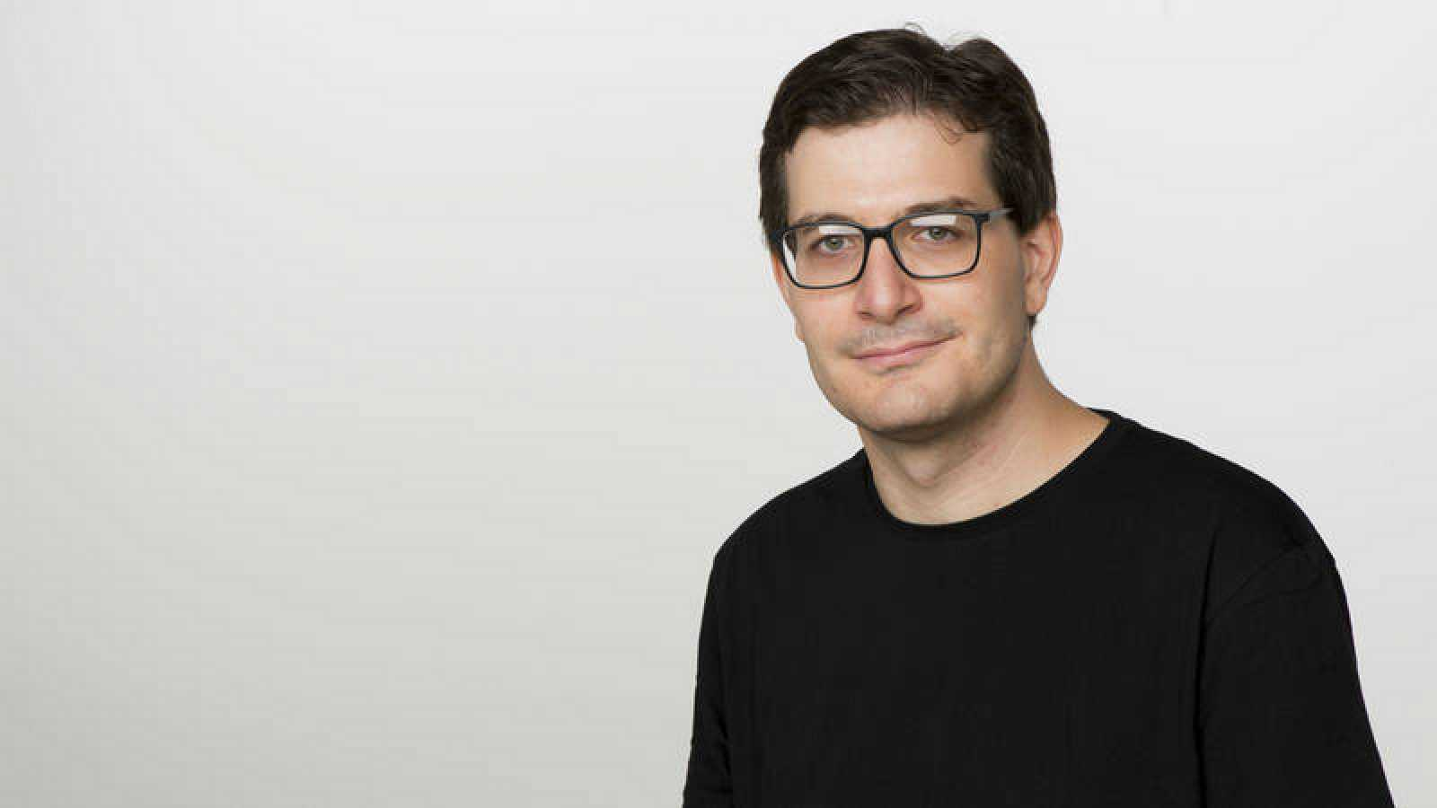 Álvaro Soto, director y presentador de 'Nómadas'.