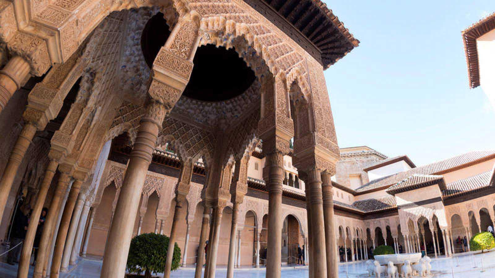 Templete oriental del Patio de los Leones de la Alhambra