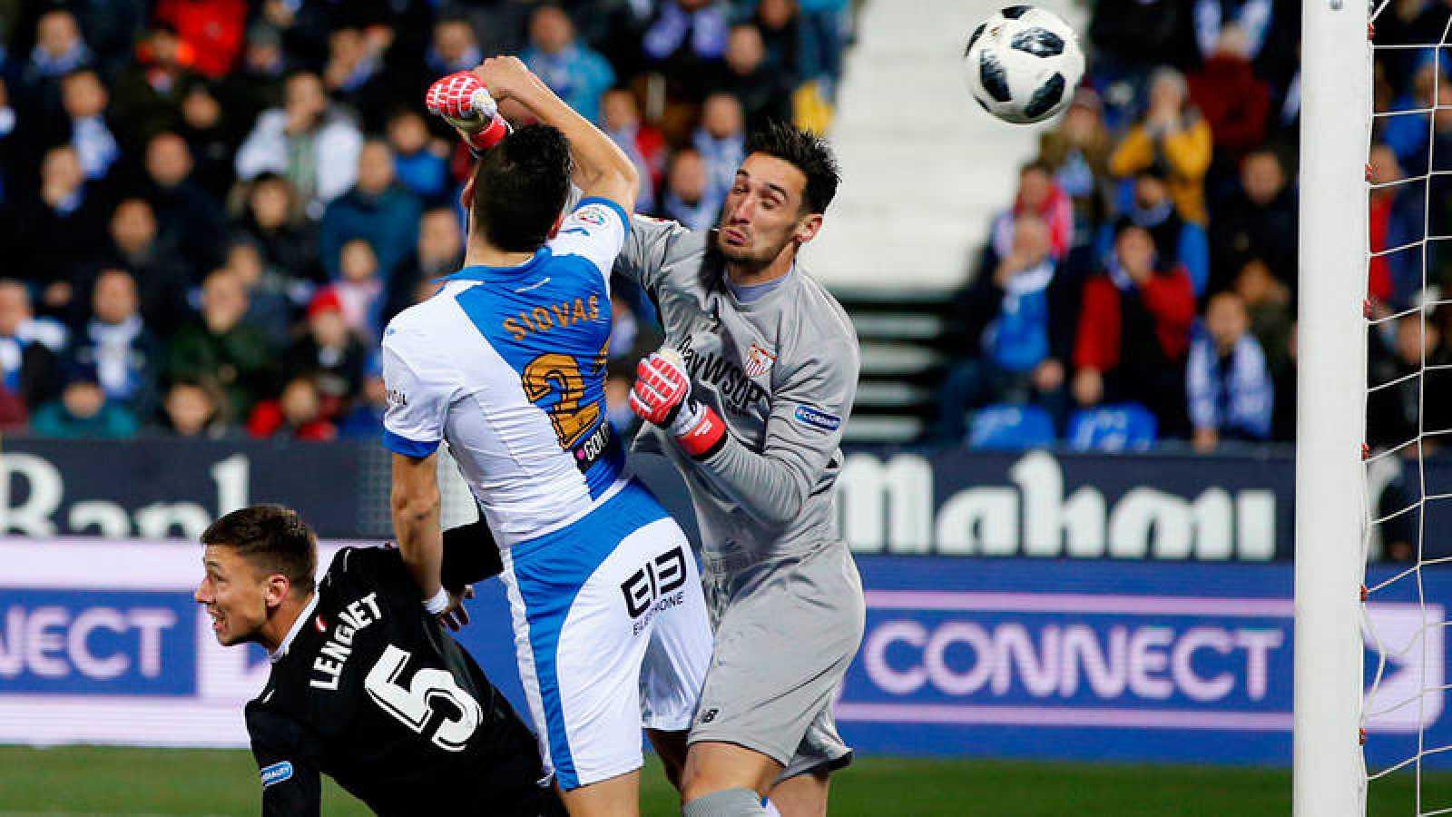 Fallo del guardameta Sergio Rico en el gol del Leganés.