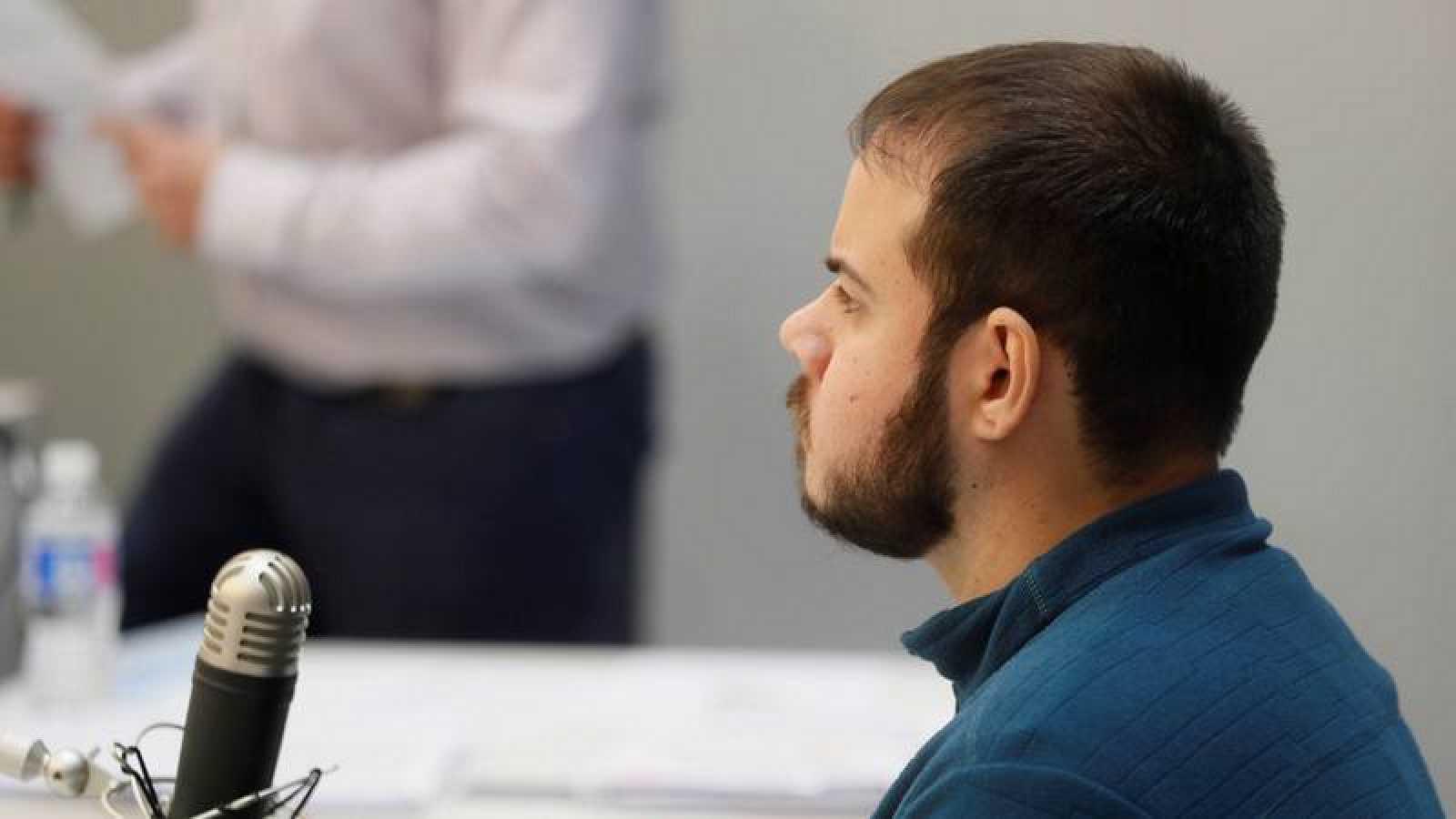 Pablo Hasel durante el juicio por enaltecimiento del terrorismo e insultar a la Corona y a los Cuerpos de Seguridad en Twitter y YouTube.