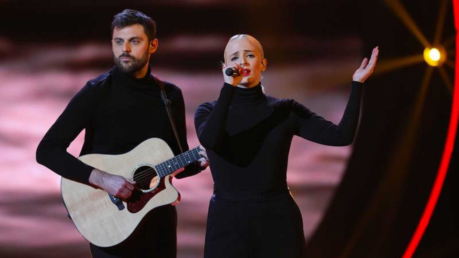 "Francia: Madame Monsieur canta ""Mercy"""