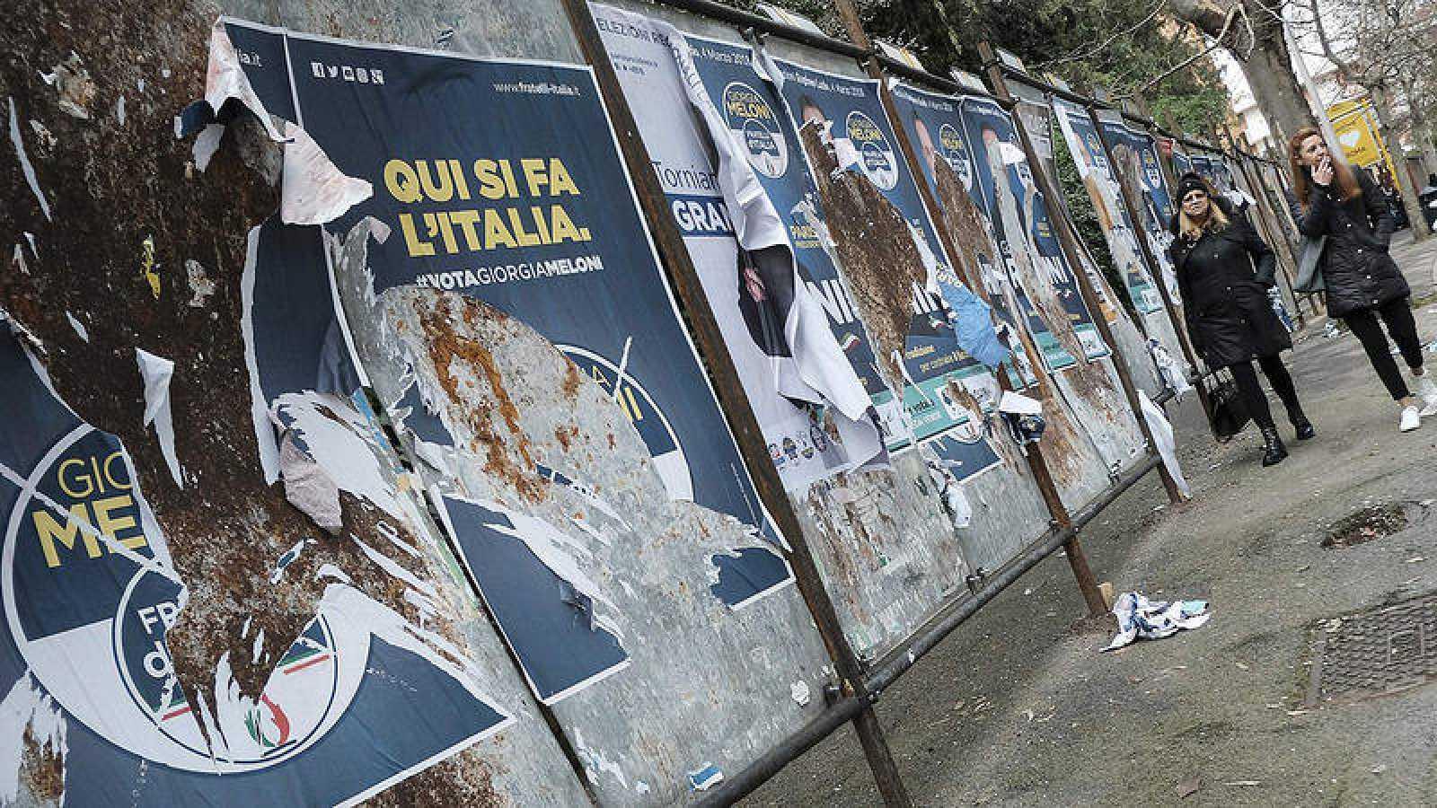 Carteles electorales en Roma
