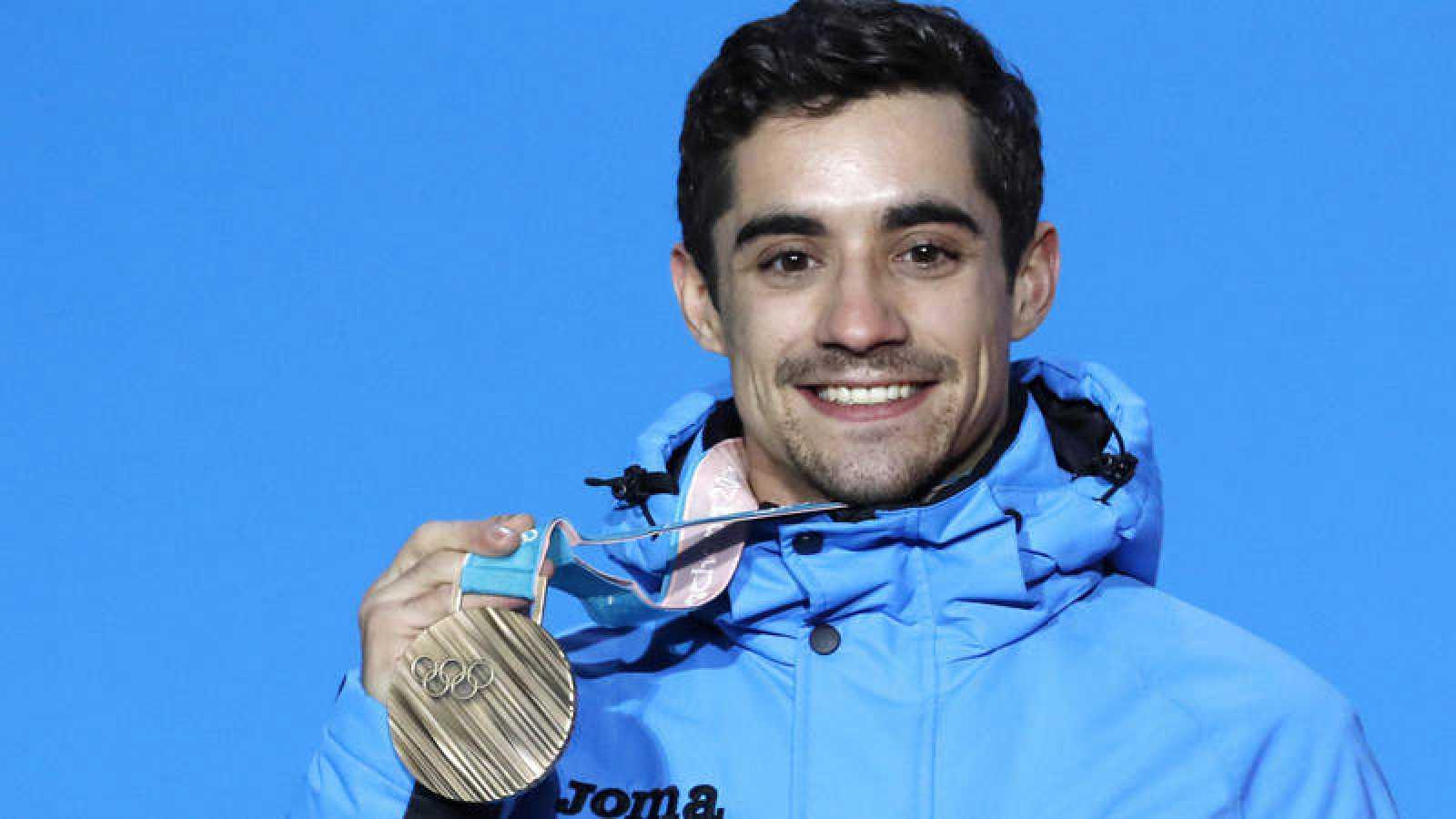 Javier Fernández posa con su bronce en Pyeongchang.