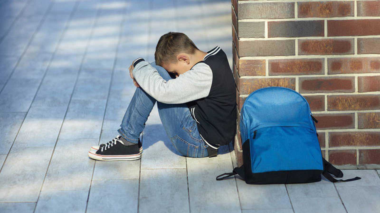 Imagen de un niño en un colegio