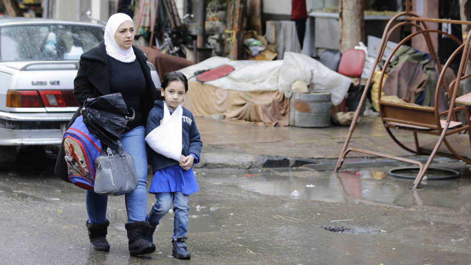 Una mujer y una adolescente sirias fotografiadas en Damasco
