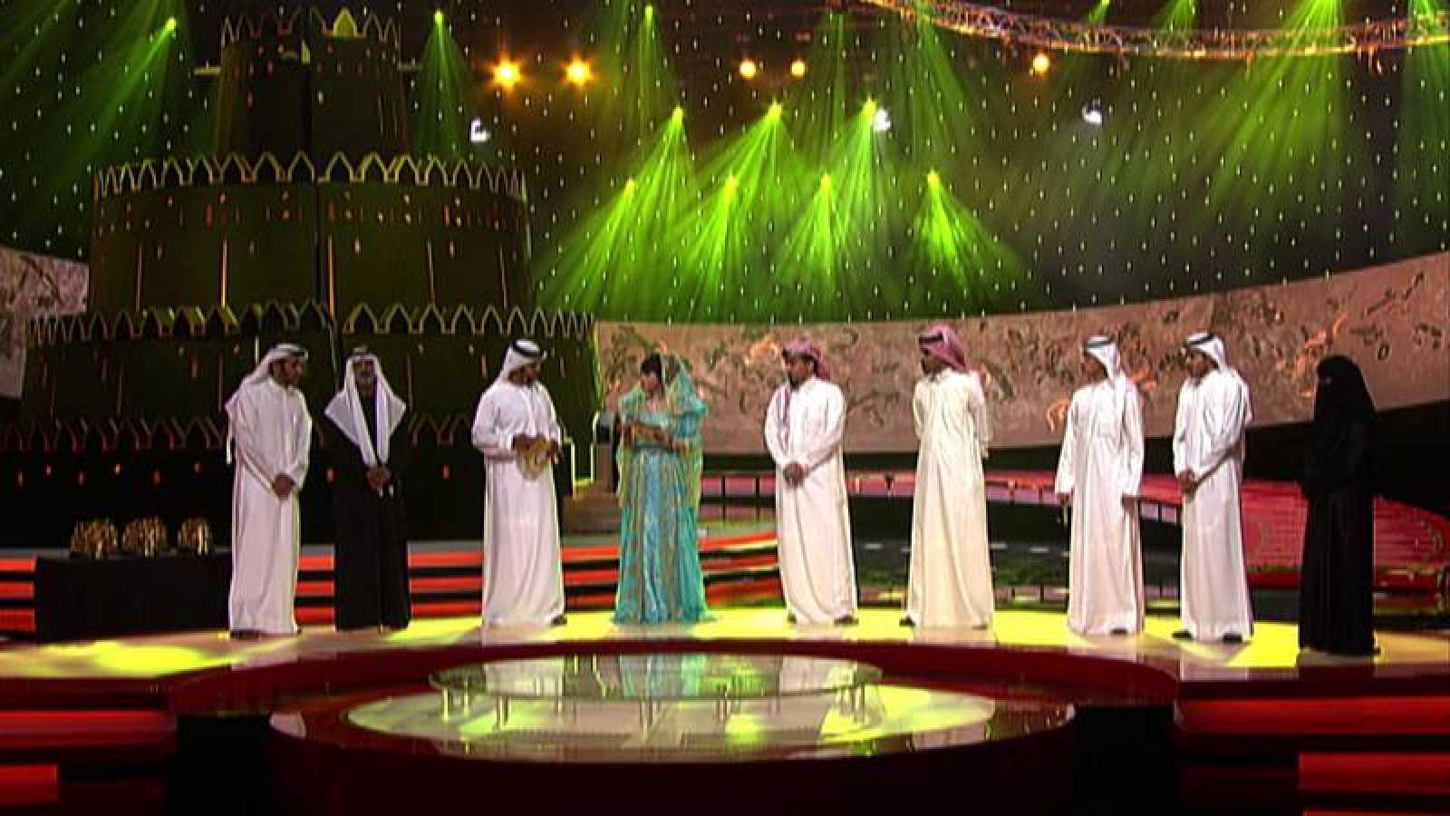 Hissa Helal con el resto de los concursantes de 'El poeta del millón'