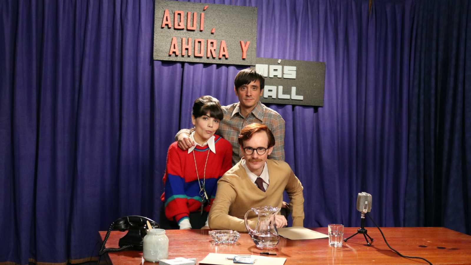 Agnés Llobet (Lola), Daniel Pérez Prada (Anibal) e Ignacio Mateos (Aparicio), en el plató del nuevo programa de misterio