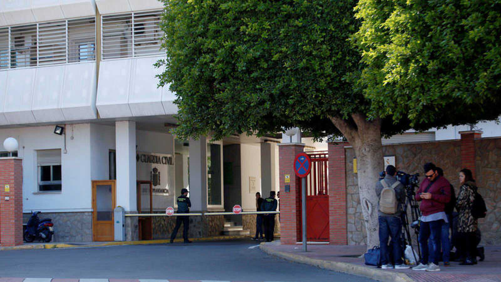 Fachada de la comandancia de la Guardia Civil en Almeria donde se encuentra detenida Ana Julia Quezada, la pareja del padre de Gabriel