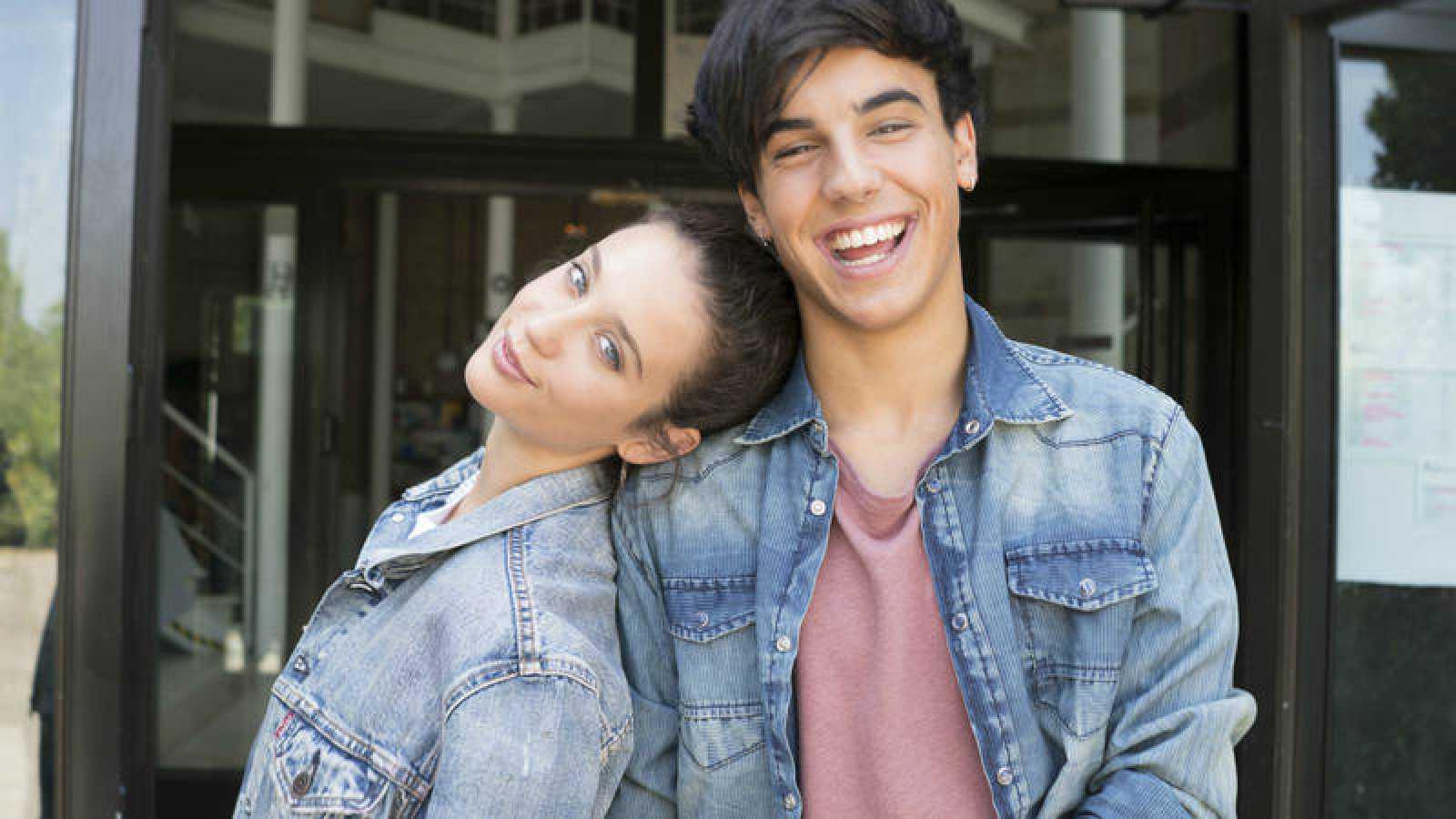 María Pedraza (Alba) y Óscar Casas (Rafa), protagonistas de 'Si fueras tú'