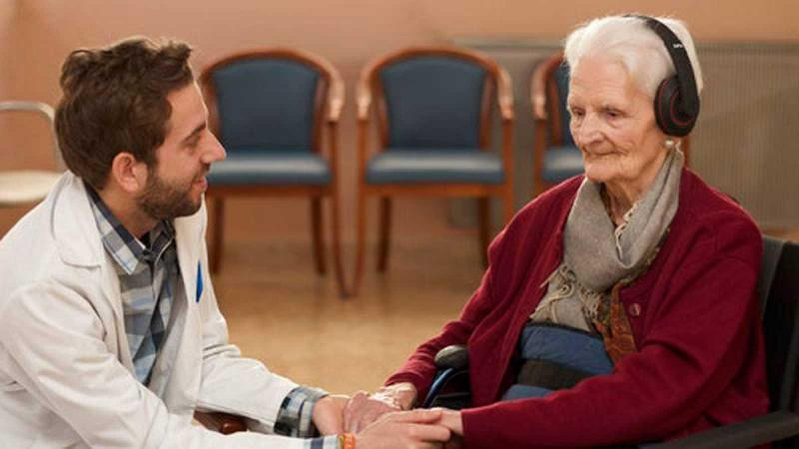 El psicólogo Paco Olmedo usa la música con sus pacientes.