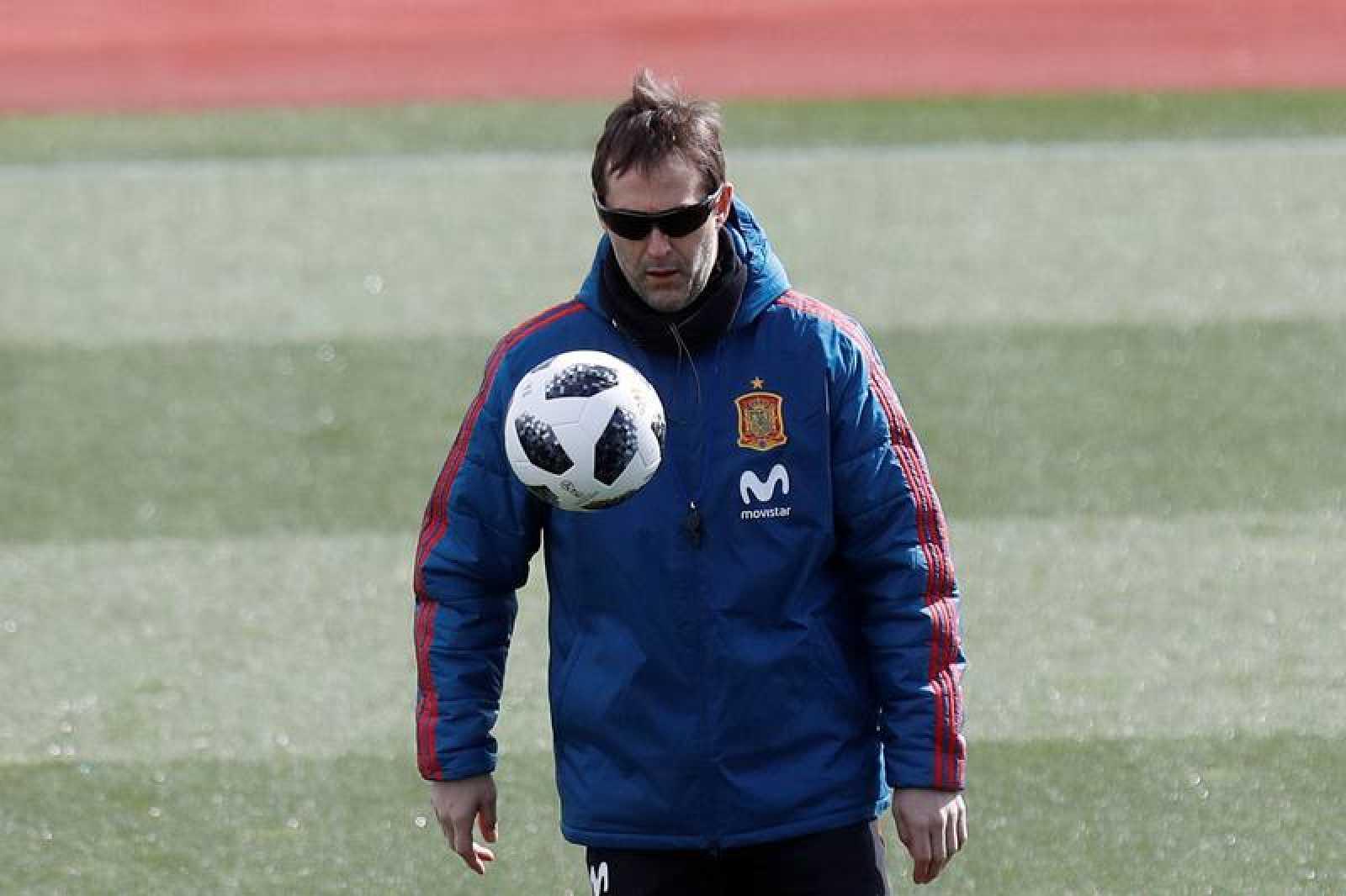 El entrenador de la selección española de fútbol, Julen Lopetegui, durante el entrenamiento de La Roja.