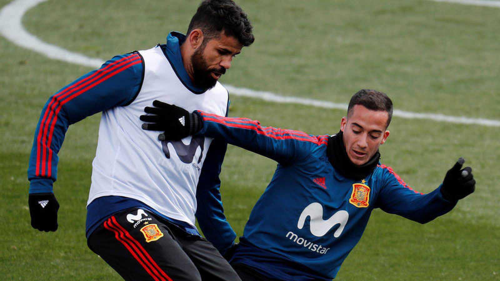 Diego Costa y Lucas Vázquez, en un entrenamiento de la selección española.
