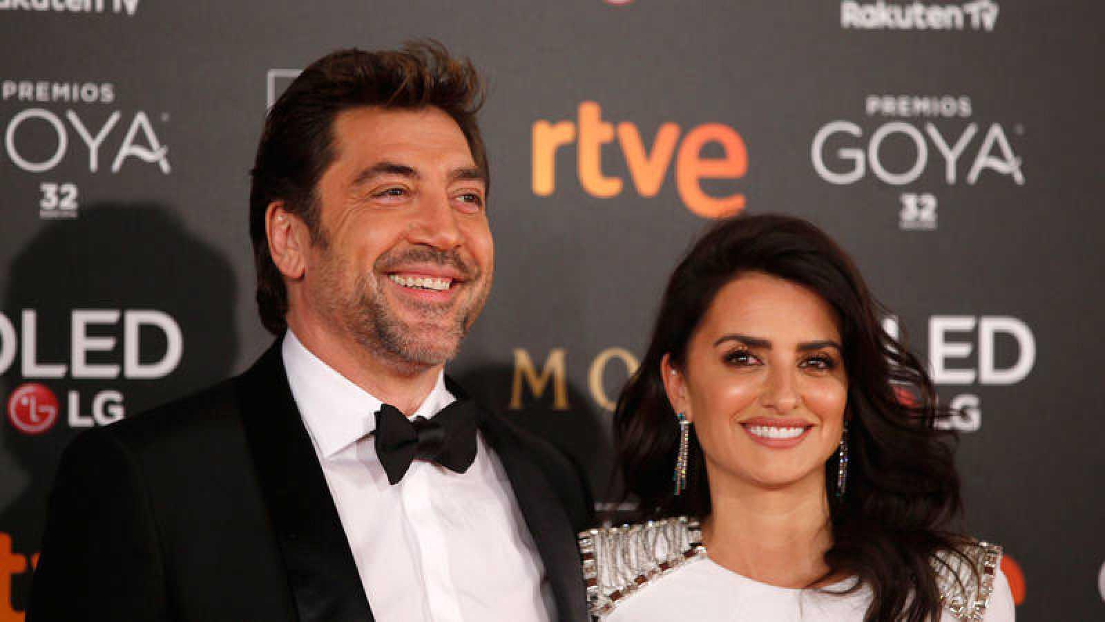 Los actores Penélope Cruz  y Javier Bardem, a su llegada a la ceremonia de entrega de la 32 Edición de los Premios Goya