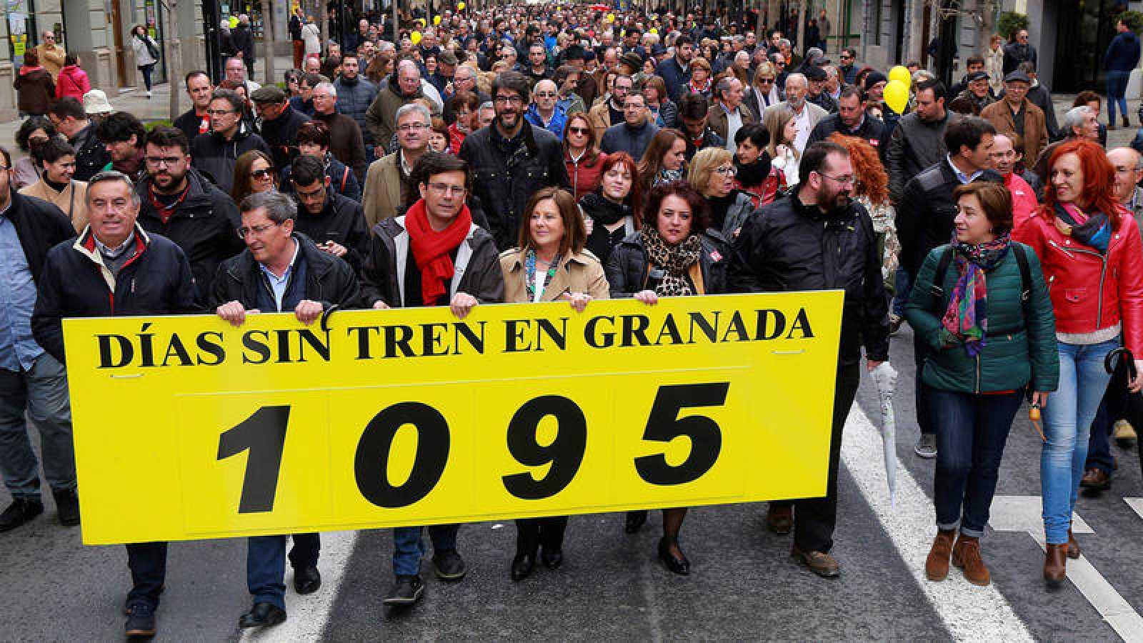 Los granadinos salen a la calle en la manifestación denominada Granada, tres años sin tren