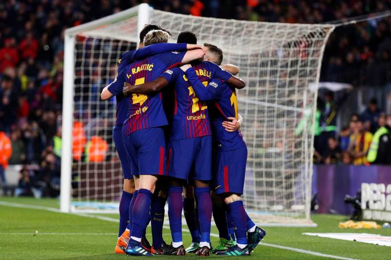 Los jugadores del FC Barcelona celebran el tercer gol ante el Leganés.