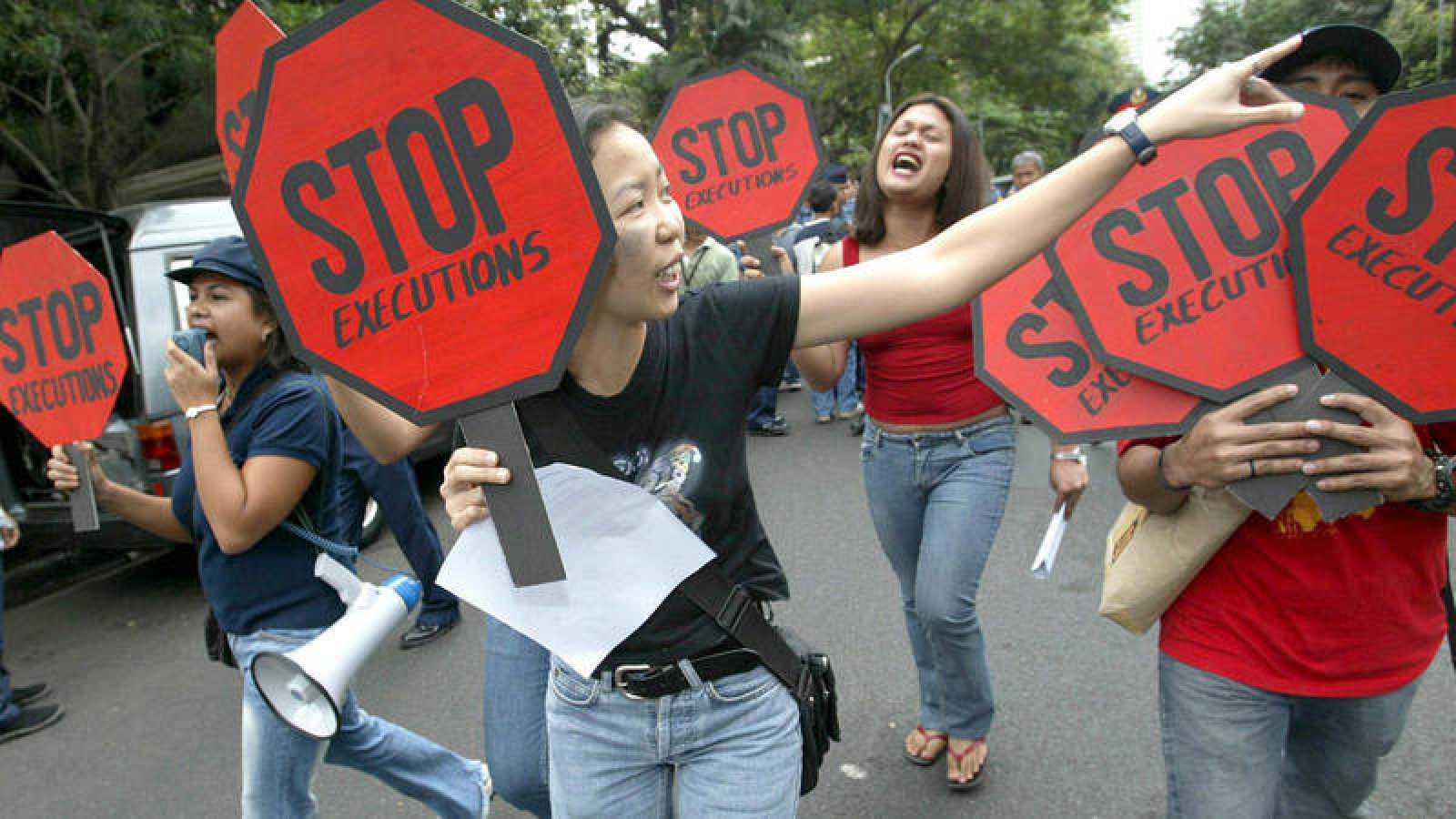 Imagen de archivo: protesta en Manila contra la pena de muerte, 2004.