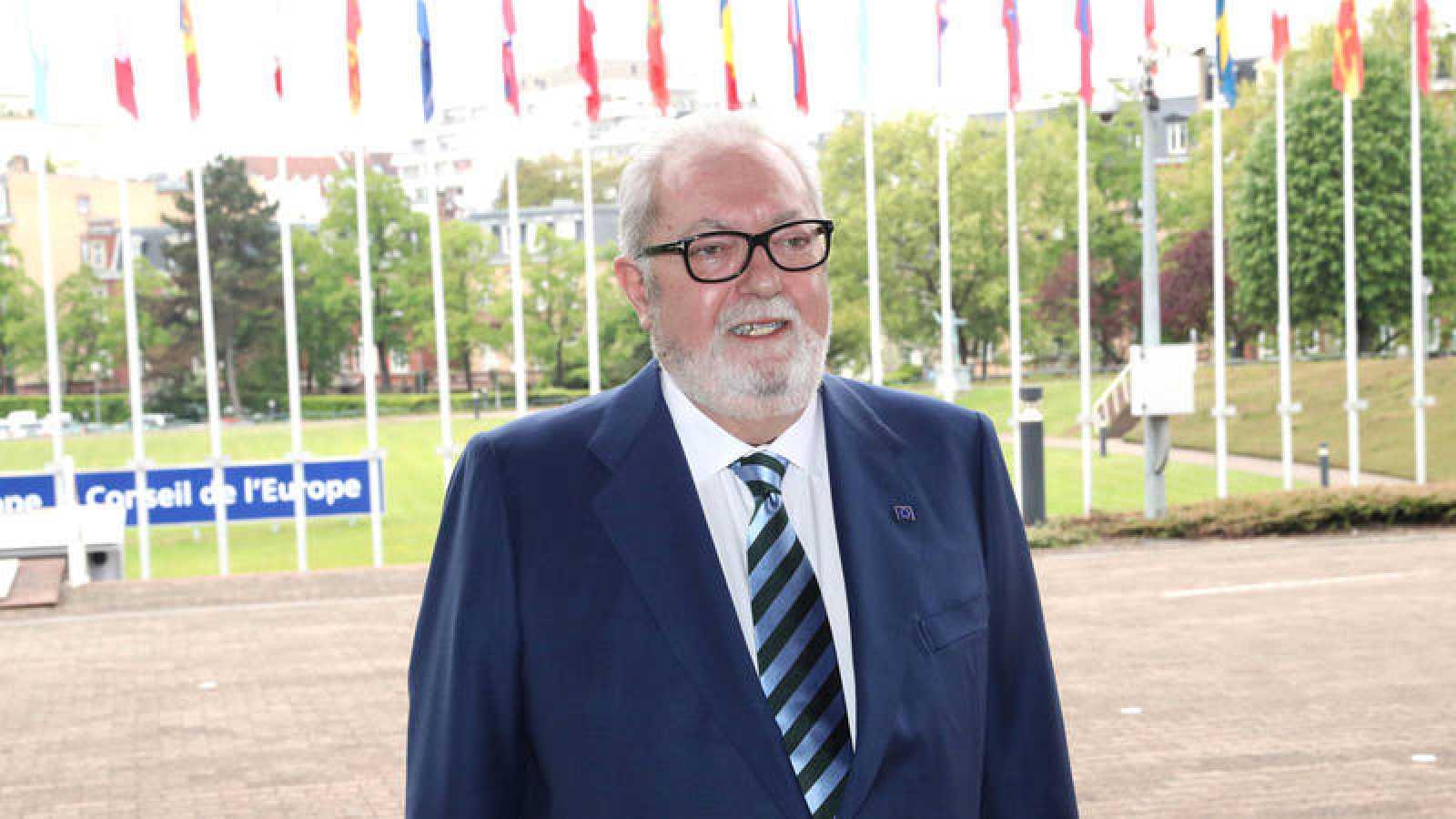 El senador del PP Pedro Agramunt llega a la sede del Consejo de Europa en Estrasburgo
