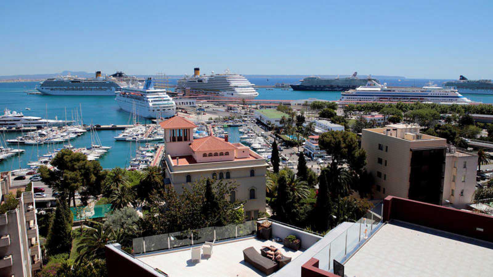 Cruceros turísticos atracados en el Puerto de Palma