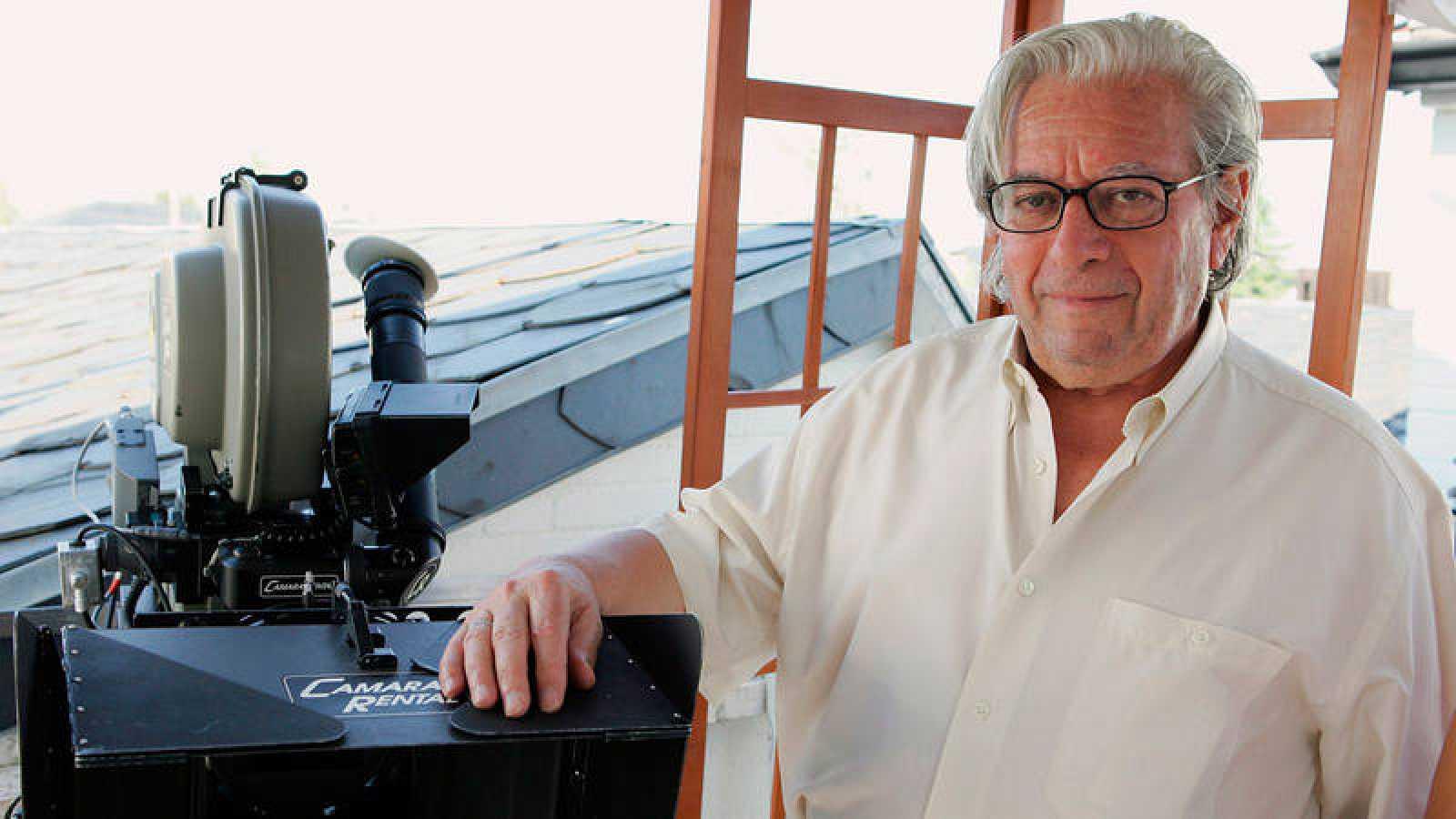 """El director de cine y televisión Antonio Mercero, durante el rodaje de la película """"¿Y tú quién eres?"""" en 2006."""