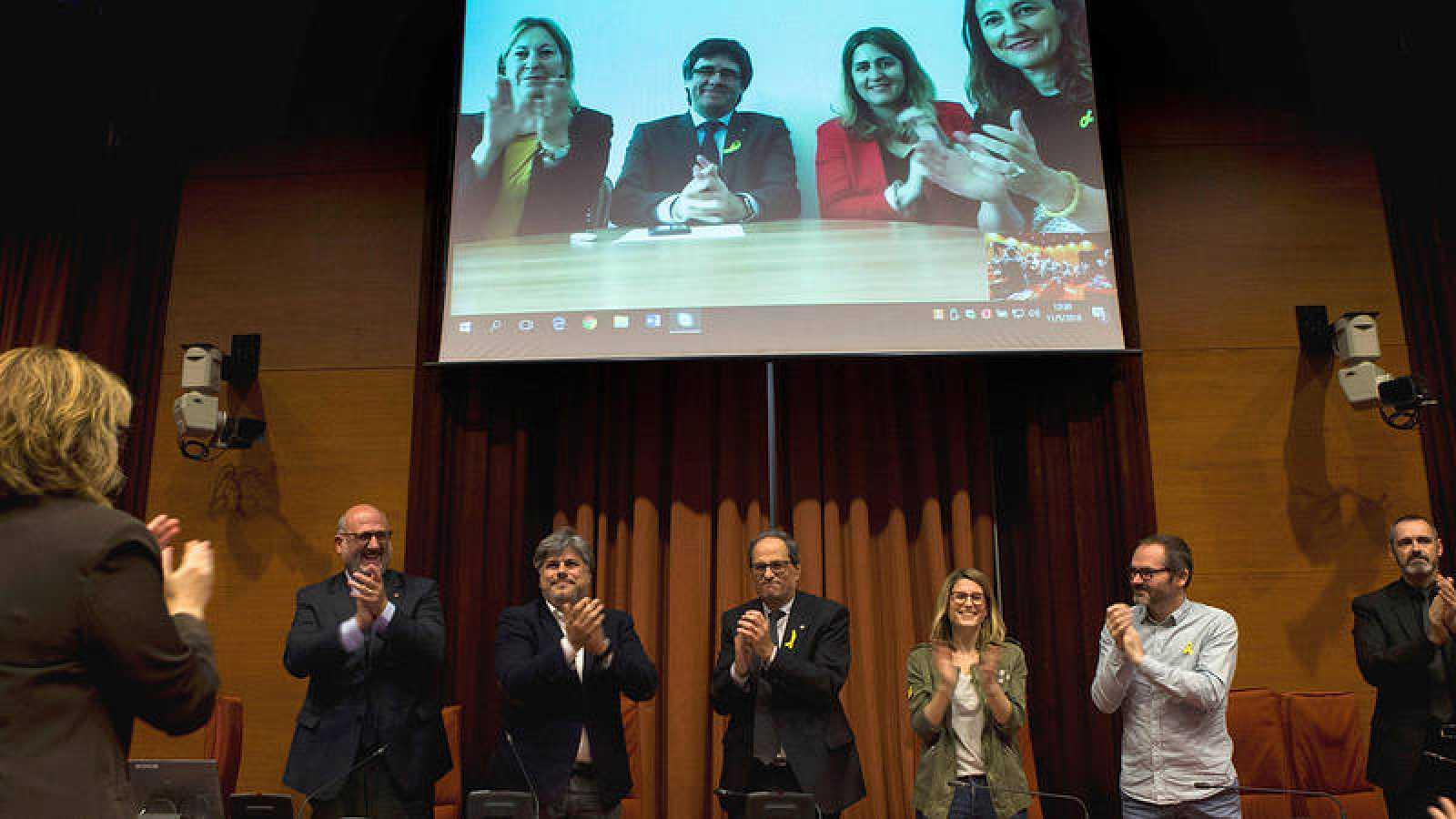 En videoconferencia, Carles Puigdemont asiste a la reunión del grupo parlamentario de JxCat tras designar a Torra candidato a la Generalitat.