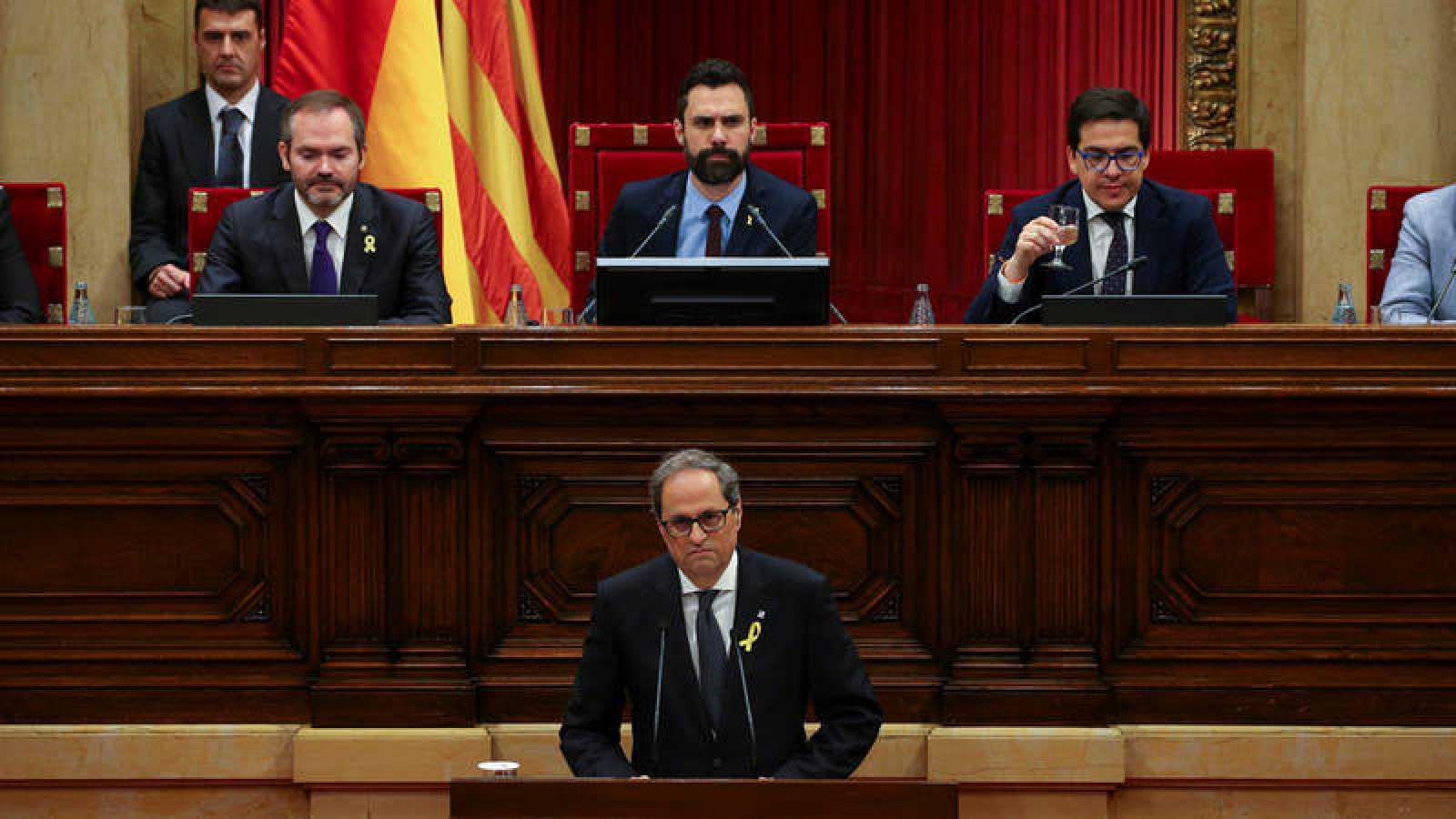 El candidato a presidente de la Generalitat, Quim Torra, con el presidente del Parlament catalán, Roger Torrent