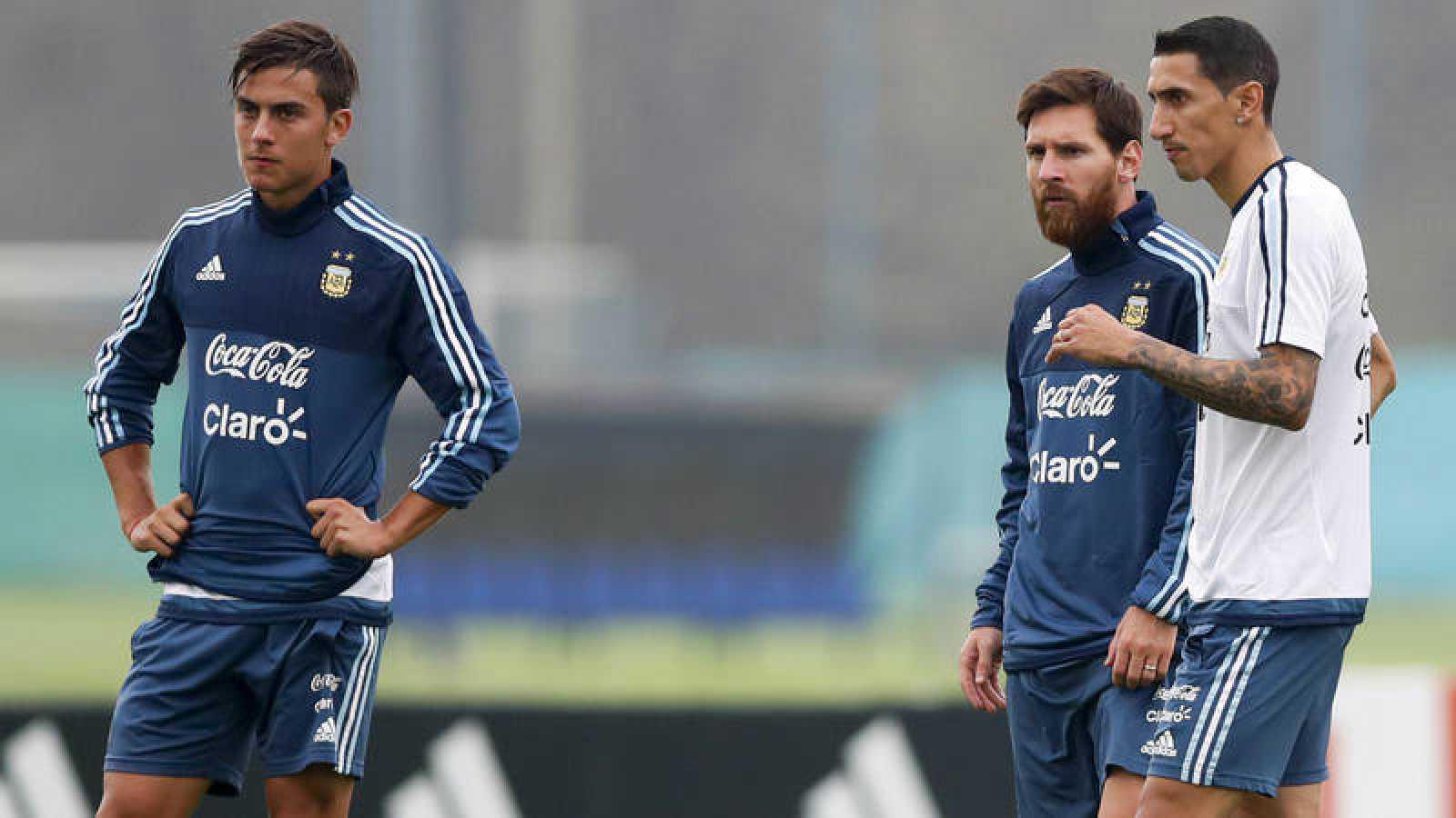 De izquierda a derecha, Dybala, Messi y Di María, en un entrenamiento de Argentina.