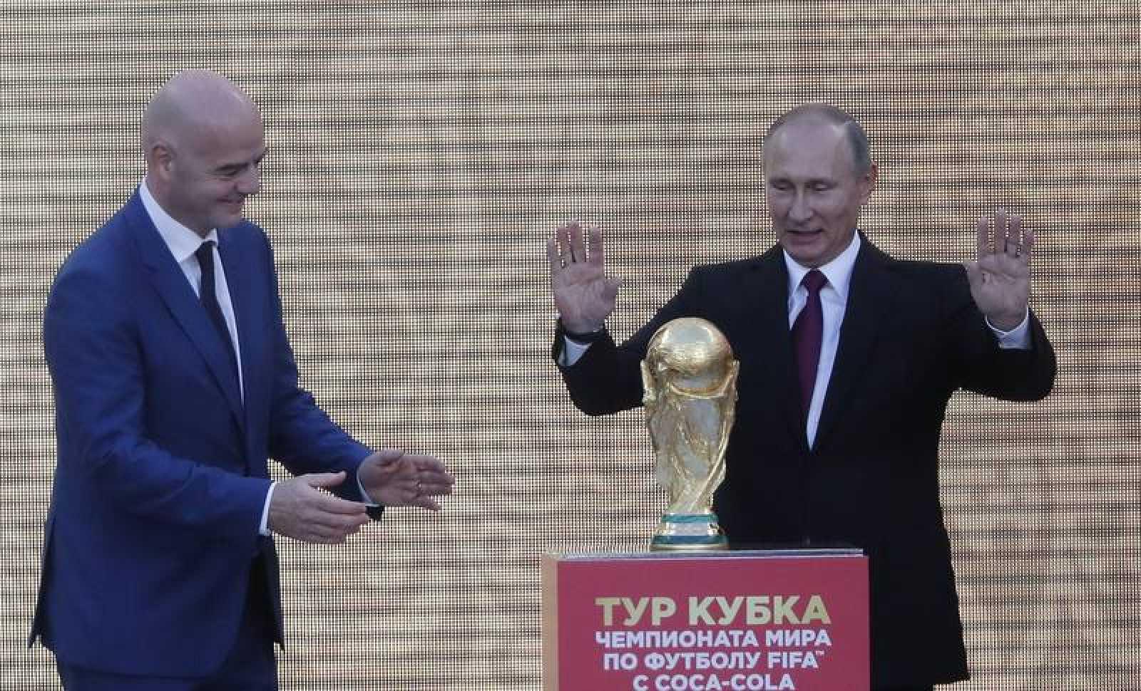 El presidente de la FIFA, Gianni Infantino, y el presidente de Rusia, Vladimir Putin.