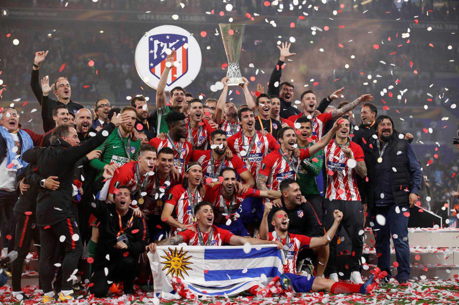 Los jugadores del Atlético celebran el triunfo.