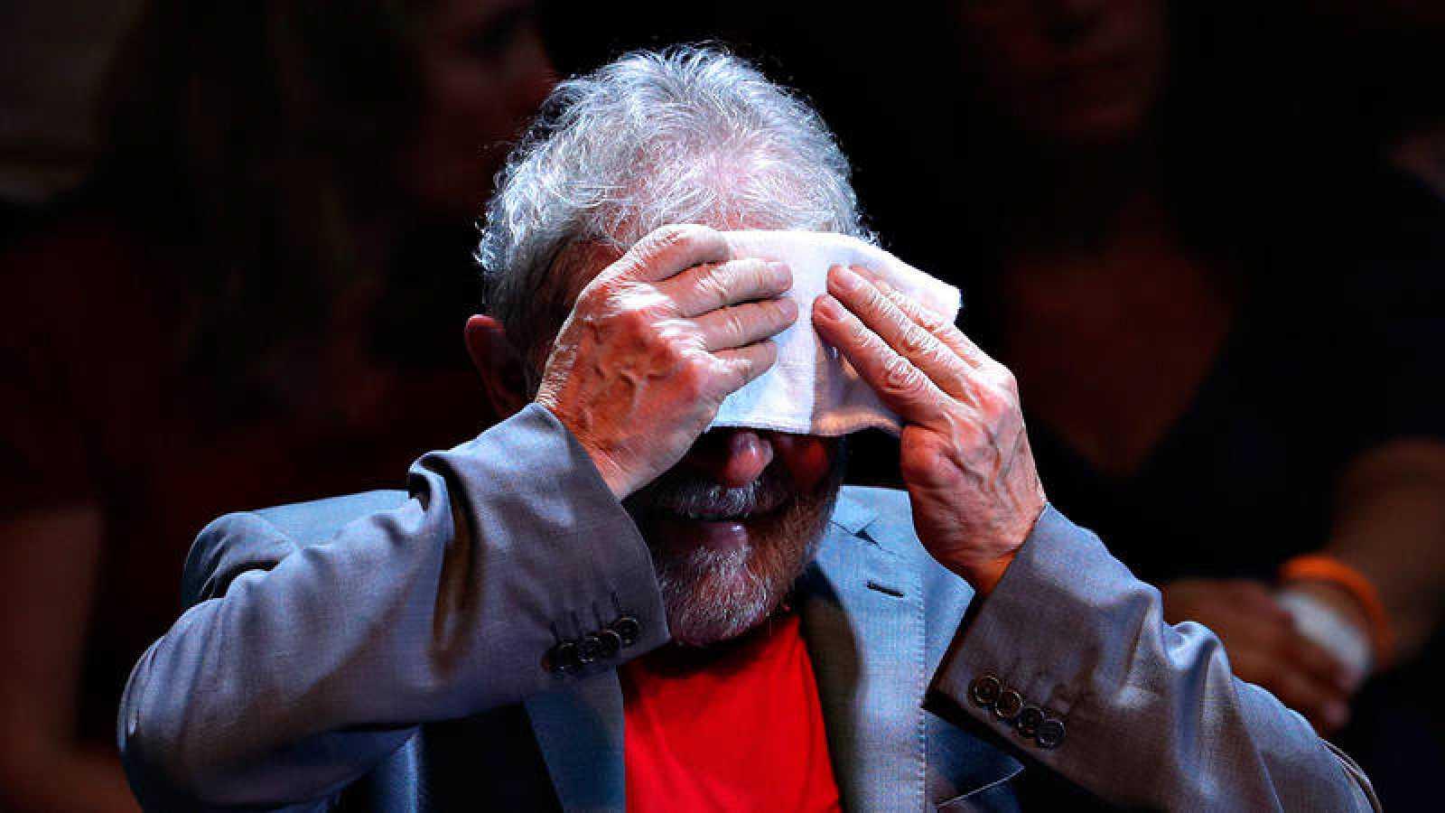 El expresidente brasileño Luis Ignacio Lula da Silva, en un acto celebrado poco antes de su entrada en prisión