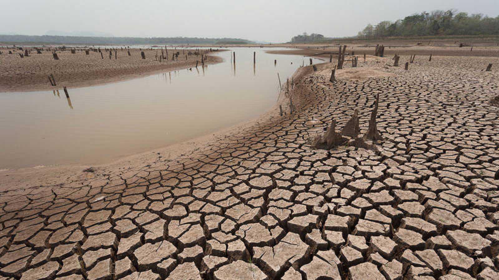 El aumento de la temperatura causaría graves amenazas a los ecosistemas, los sistemas humanos y las sociedades y las economías asociadas.