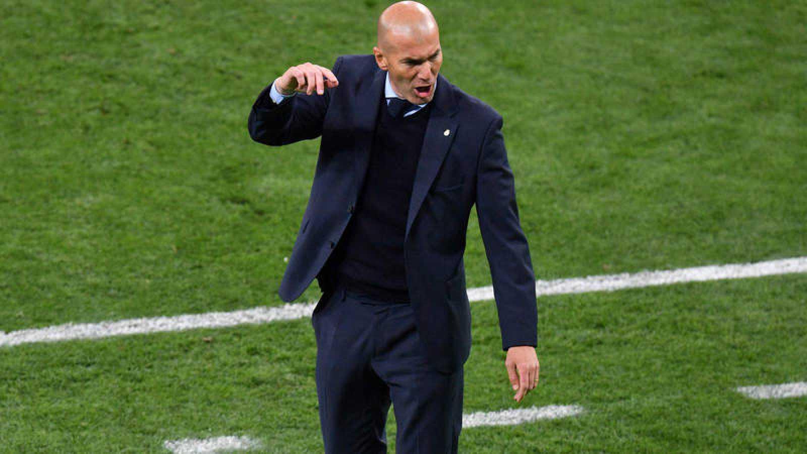 El técnico del Madrid, Zinedine Zidane, celebra uno de los goles.