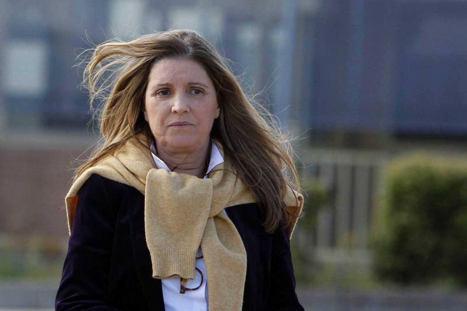 Rosalía Iglesias, mujer del extesorero del PP Luis Bárcenas, a su salida, esta tarde, de la prisión de Soto del Real.