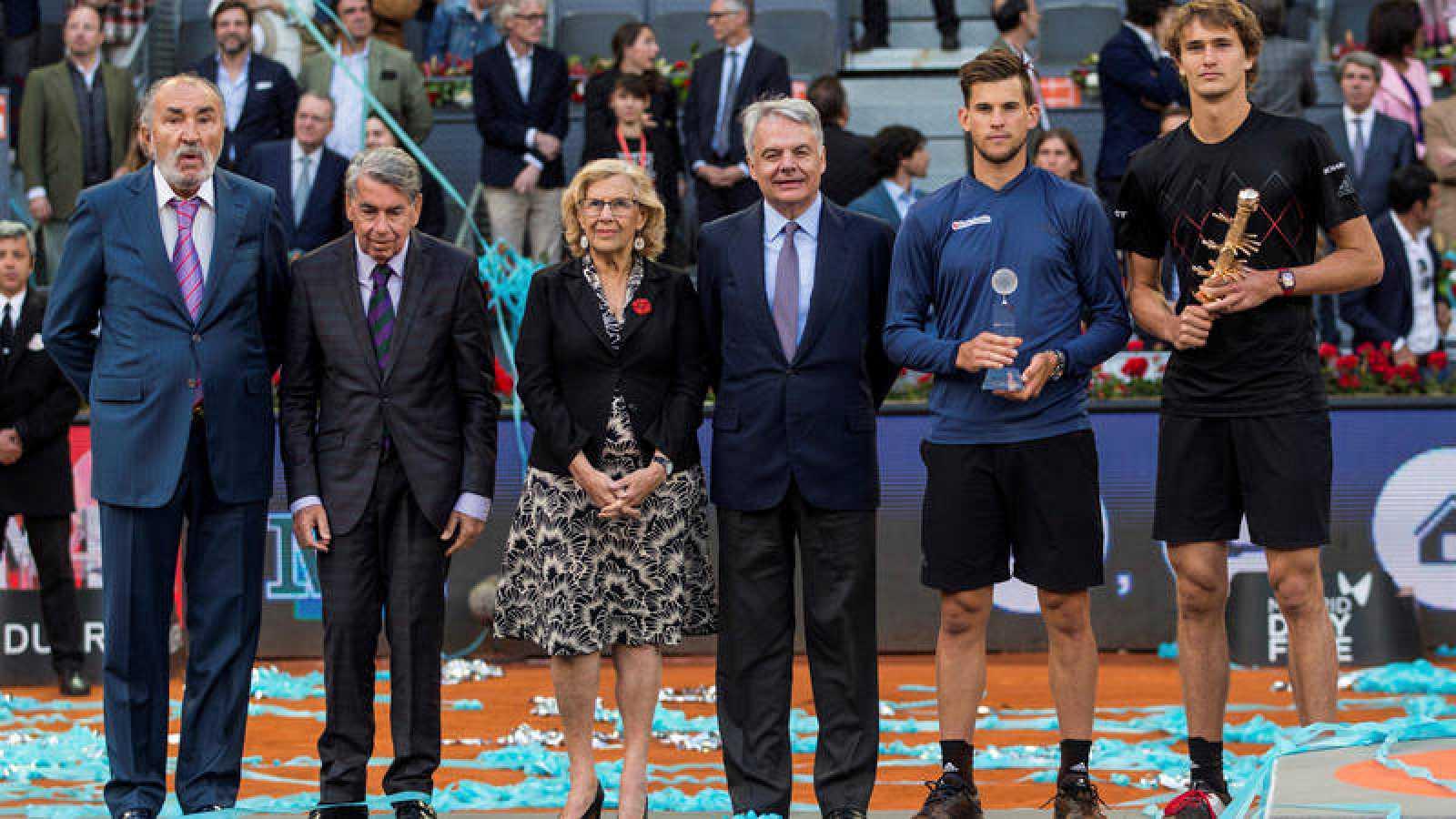 Ion Tiriac, primero por la izquierda, en la entrega de trofeos del Madrid Open 2018, con la alcaldesa Carmena en el centro.