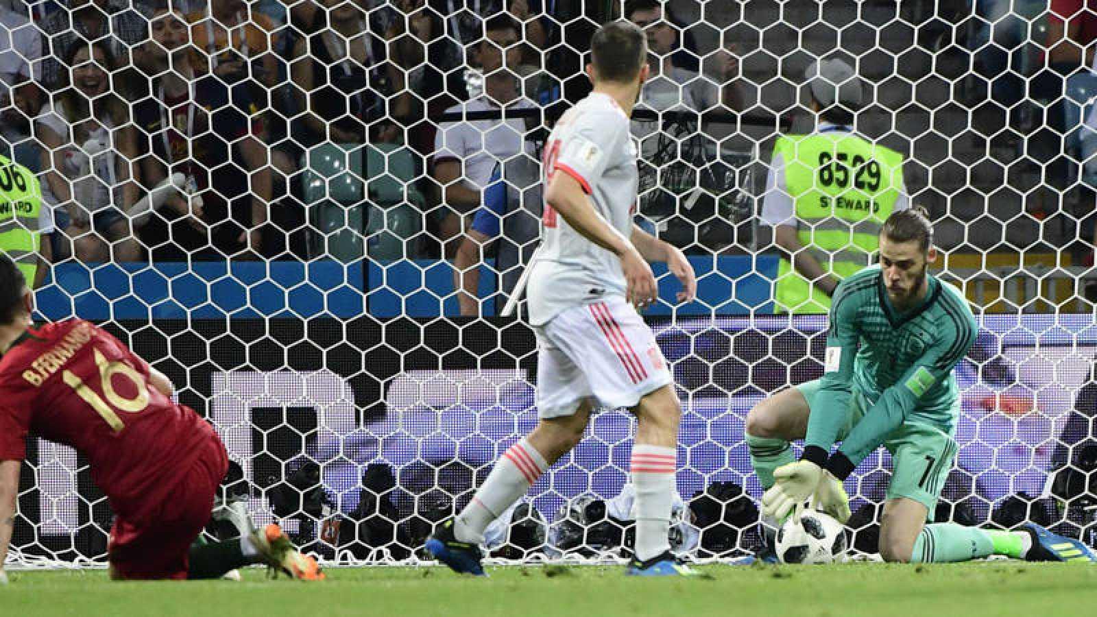 Momento del fallo de David de Gea en el segundo gol de Portugal.