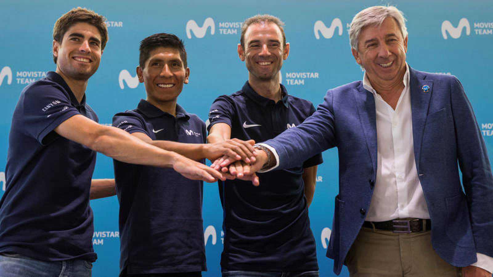 Mikel Landa, primero a la izquierda, en la presentación del Movistar.