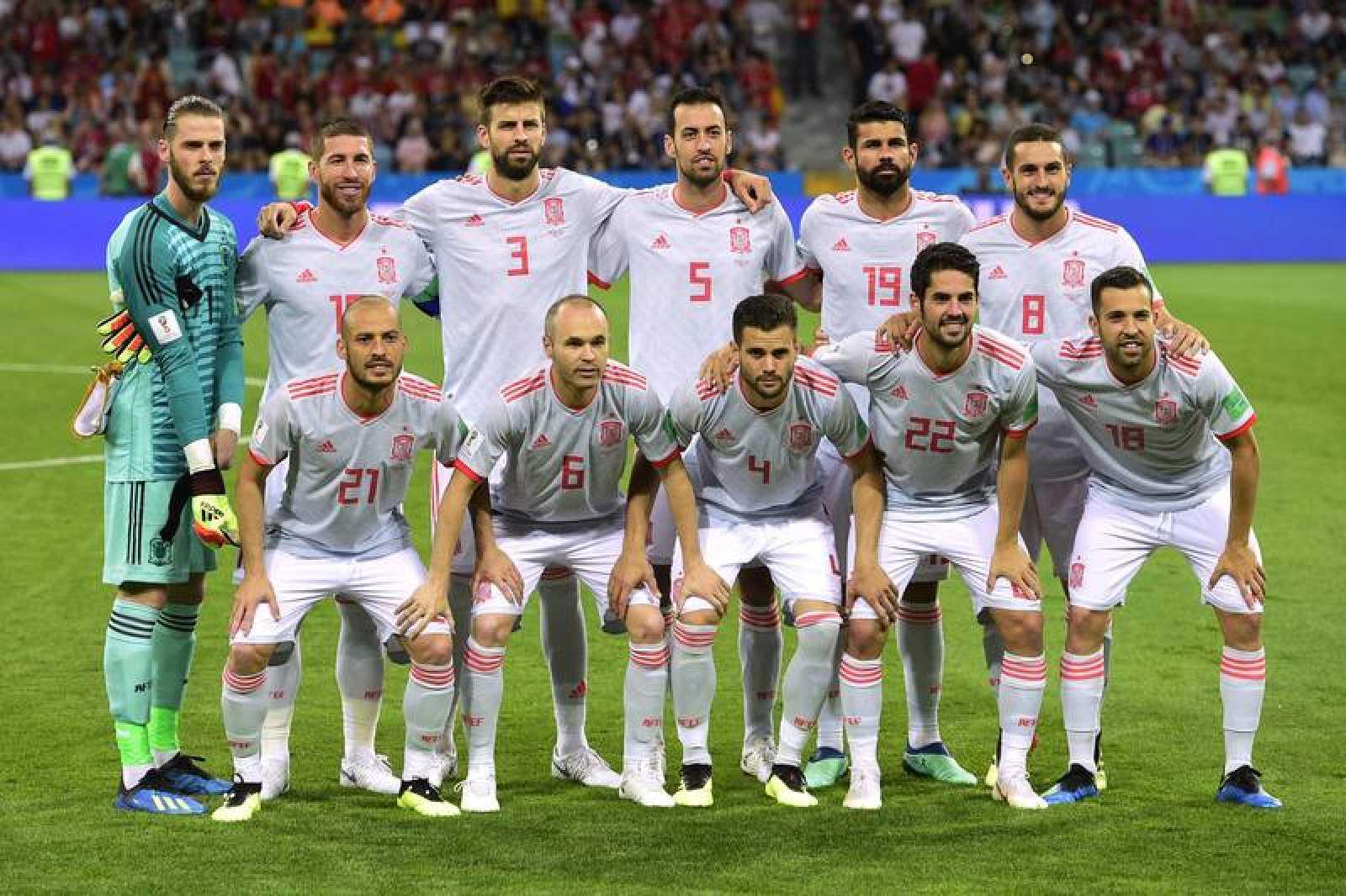 La selección española de fútbol en el posado antes del choque ante Portugal.
